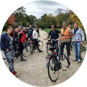 Turistas com bicicletas