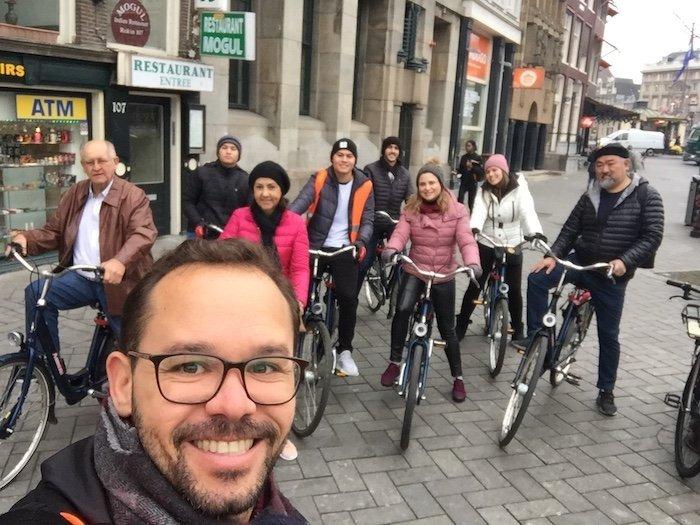 Grupo em tour de bike