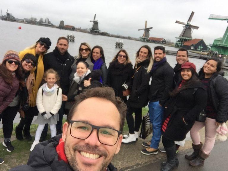 Grupo em tour em Zaanse Schans